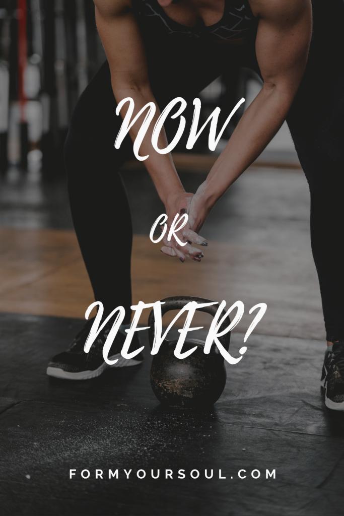 ngay bây giờ hoặc không bao giờ